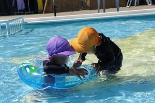グリーンピアせとうち サンシャインプールで遊ぶ子供たち