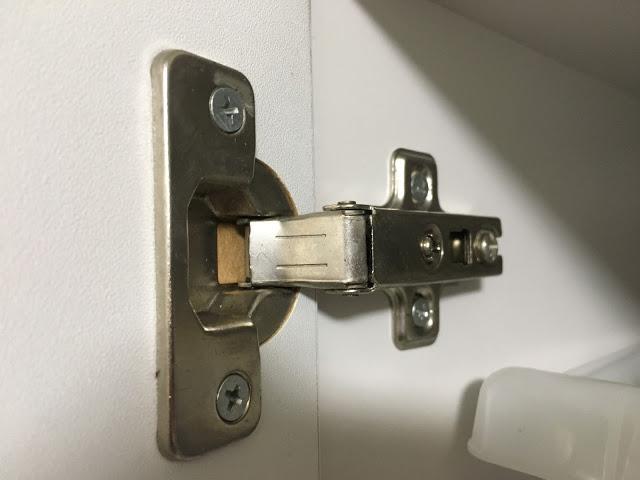 あきらめないで!意外と簡単に治せる家具の扉の丁番・蝶番